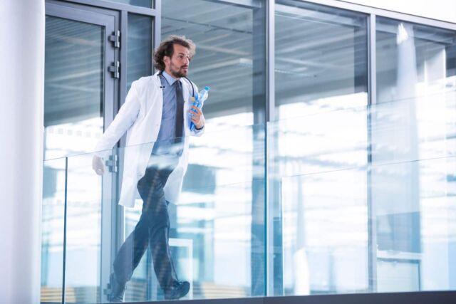 doctor-rushing-in-corridor-L6DMYCQ